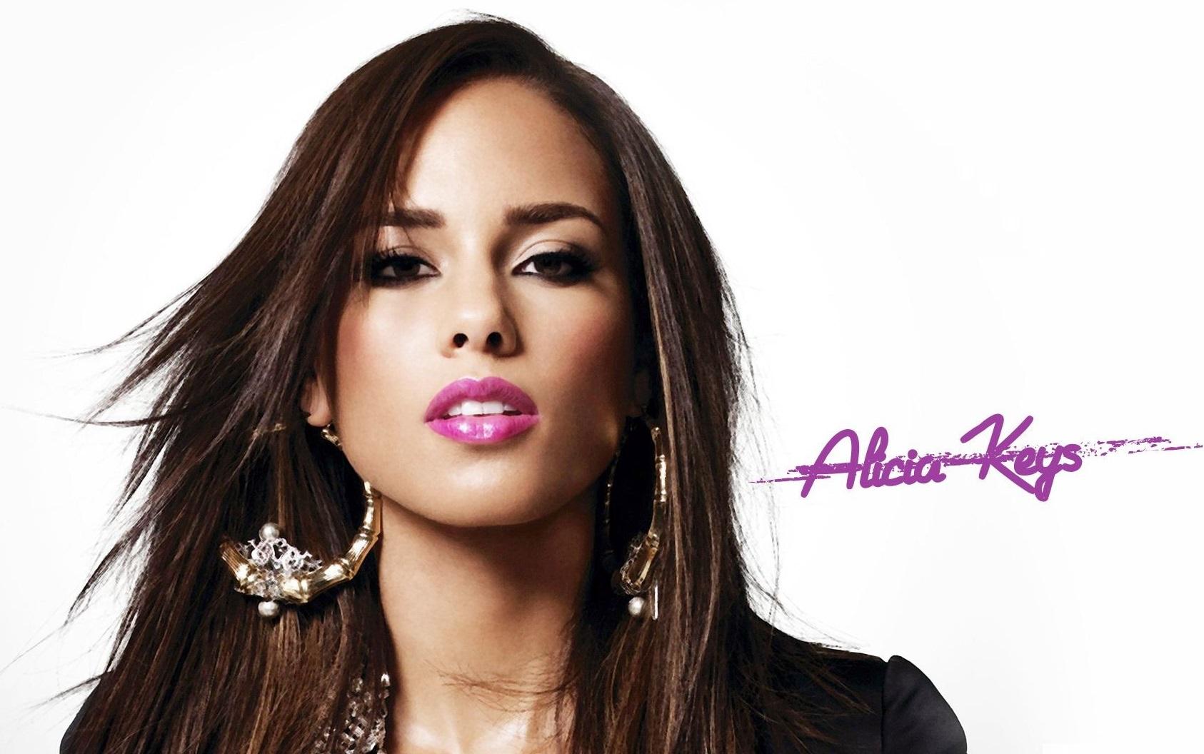 Aprende la segunda condicional con Alicia Keys. Pulsa 'reproducir' en el archivo de audio abajo.
